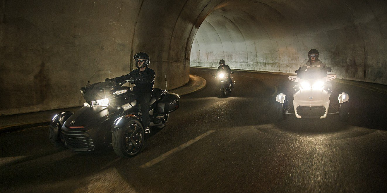 2016 Can-Am Spyder F3-T SM6 w/ Audio System in Cedar Falls, Iowa - Photo 3