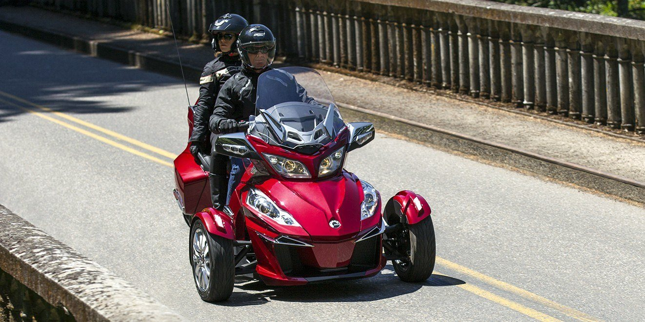 2016 Can-Am Spyder RT-S SE6 in Roscoe, Illinois - Photo 5
