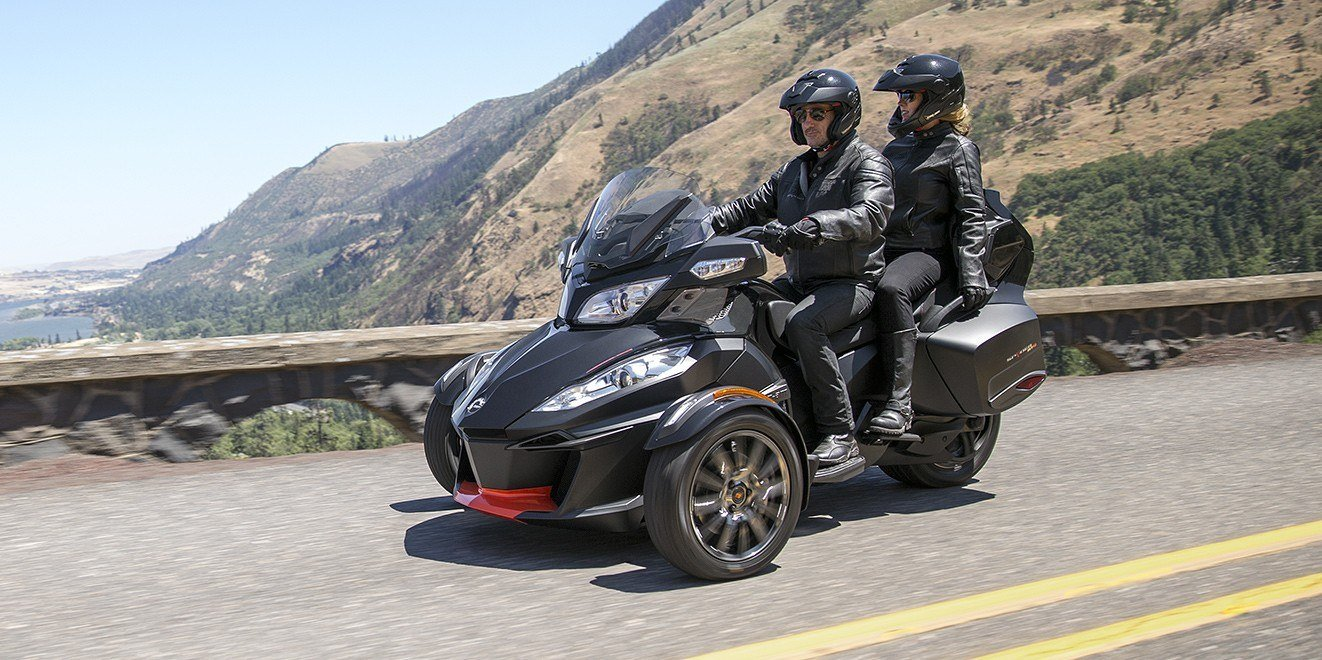 2016 Can-Am Spyder RT-S Special Series in Roscoe, Illinois