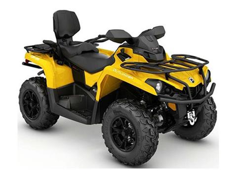 2017 Can-Am Outlander MAX XT 570 in Colebrook, New Hampshire