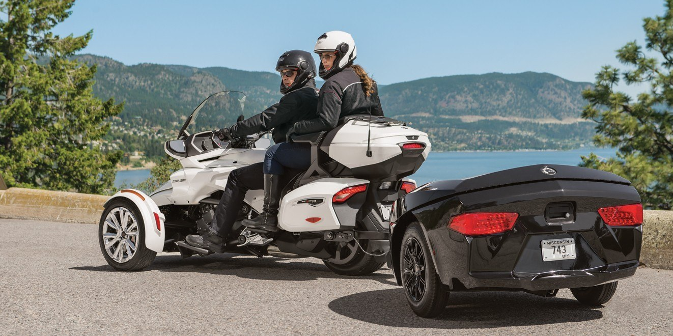 2017 Can-Am Spyder F3 Limited in De Forest, Wisconsin