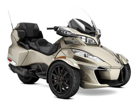 2017 Can-Am Spyder RT-S in Chippewa Falls, Wisconsin