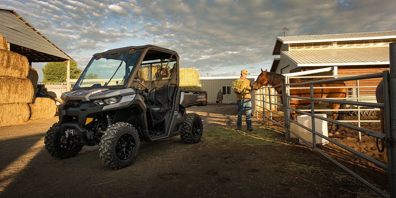 2017 Can-Am Defender XT CAB HD8 in Woodinville, Washington