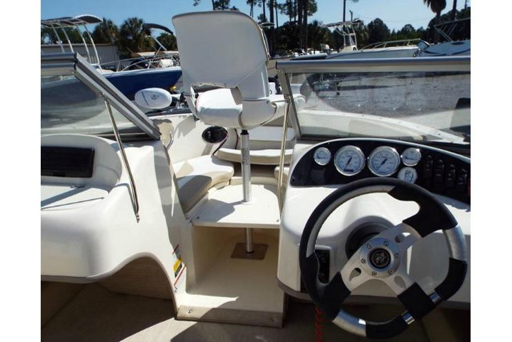 2017 Caravelle 19 EBo Bowrider in Holiday, Florida