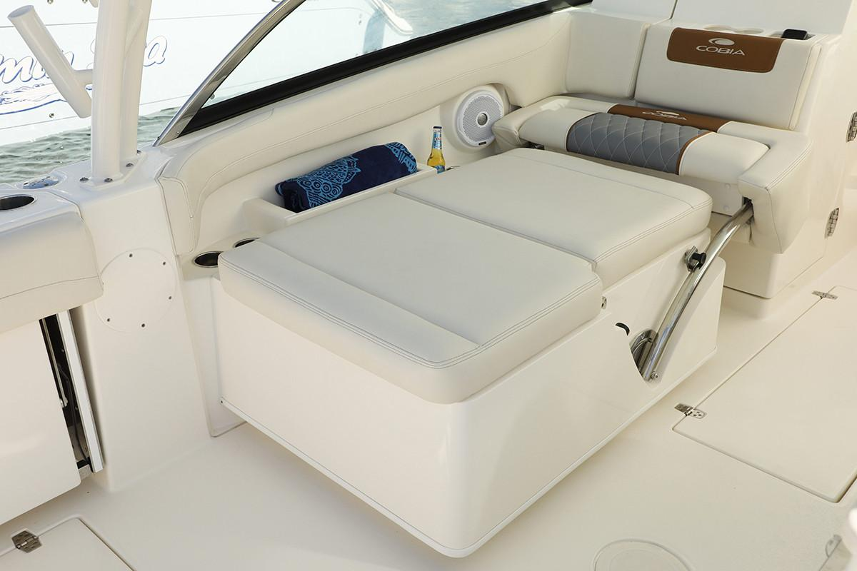 2019 Cobia 280 Dual Console in Chesapeake, Virginia - Photo 11