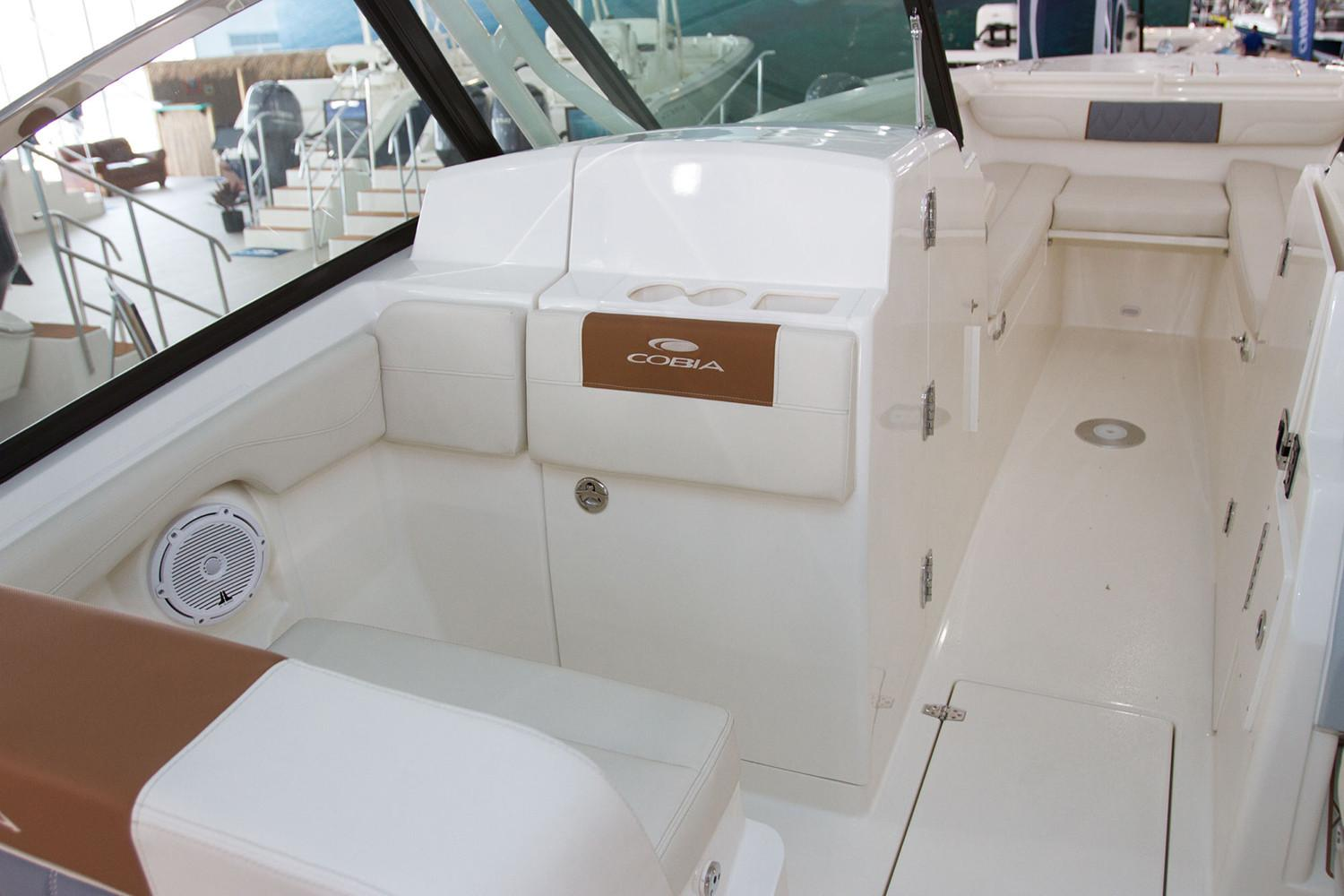 2021 Cobia 280 Dual Console in Chesapeake, Virginia - Photo 8