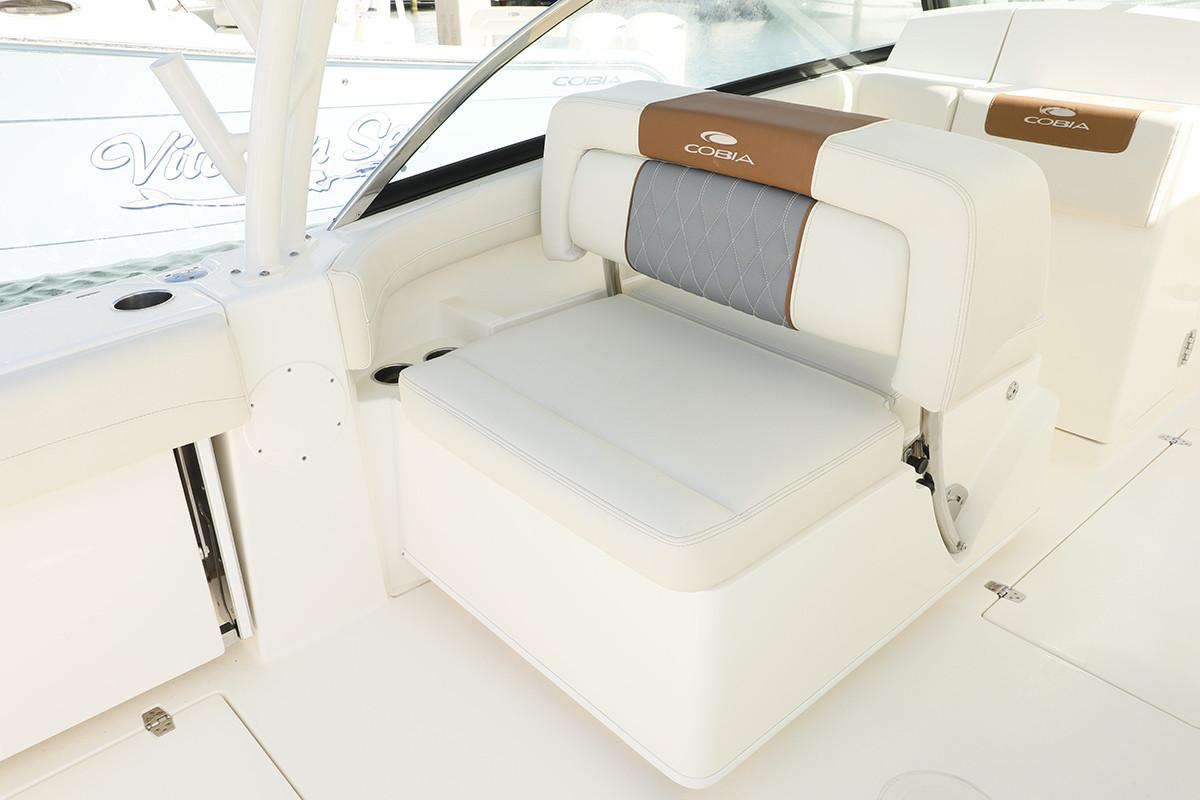2021 Cobia 280 Dual Console in Chesapeake, Virginia - Photo 9