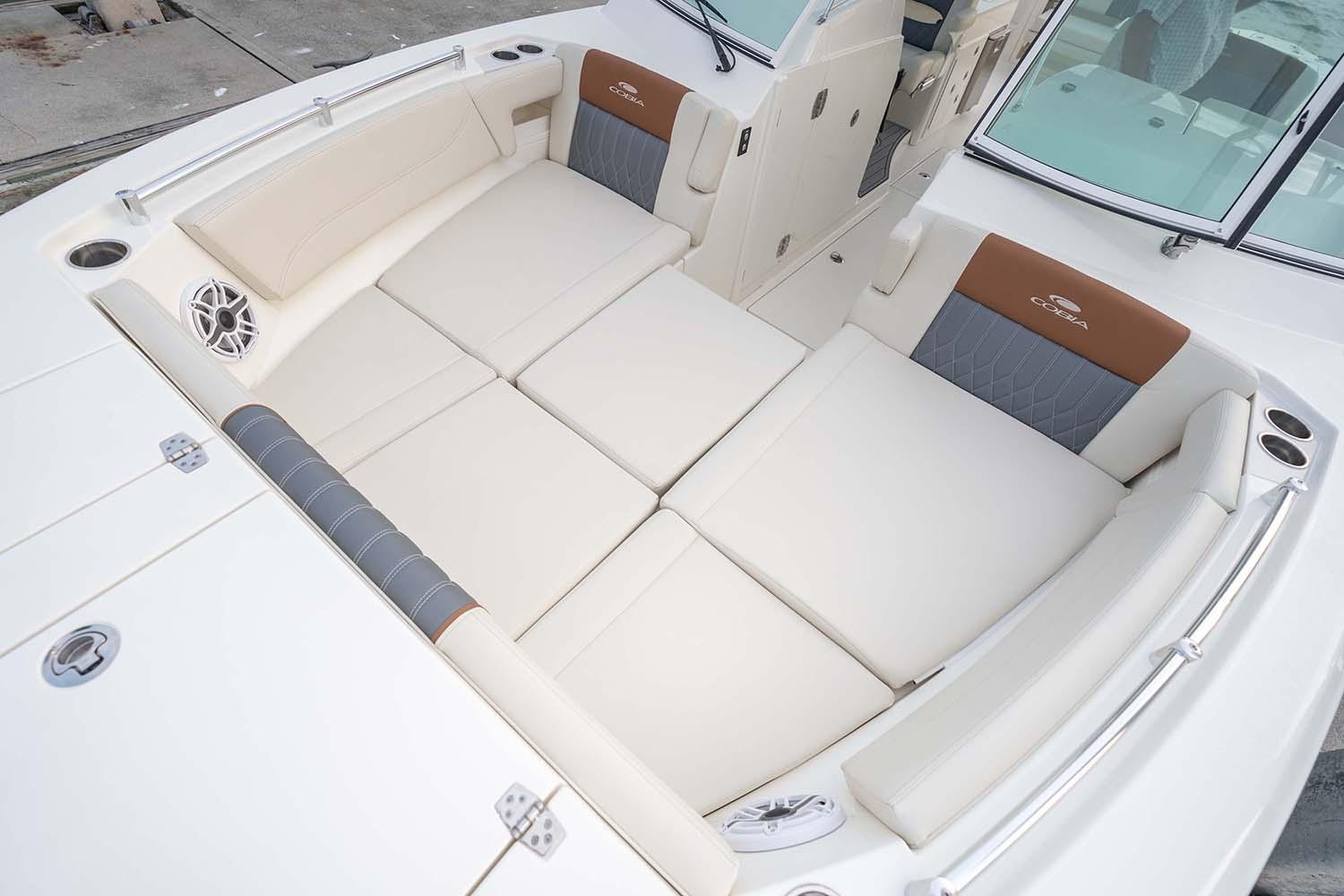 2021 Cobia 330 Dual Console in Chesapeake, Virginia - Photo 4