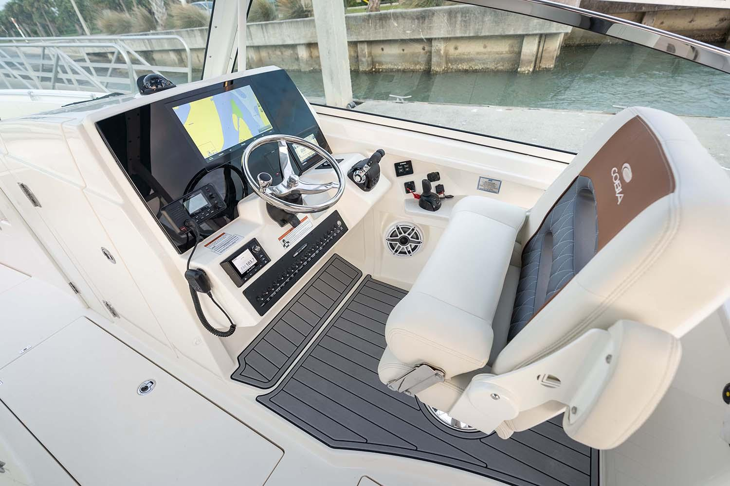 2021 Cobia 330 Dual Console in Chesapeake, Virginia - Photo 5