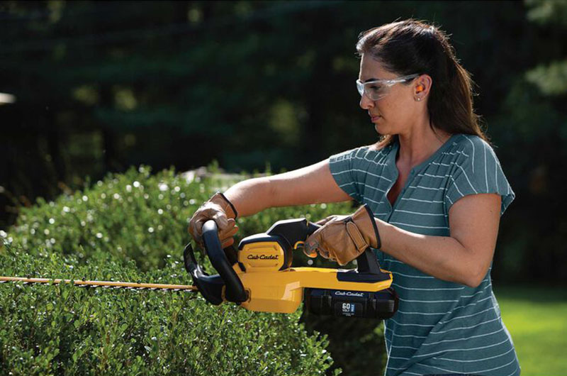 Cub Cadet HT24E Hedge Trimmer in Livingston, Texas - Photo 6