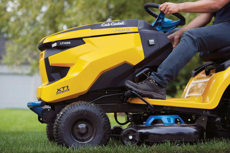 2021 Cub Cadet XT1 LT42E 42 in. Electric in Livingston, Texas - Photo 5