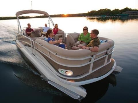 2010 Crestliner Grand Cayman 2585 in Kaukauna, Wisconsin