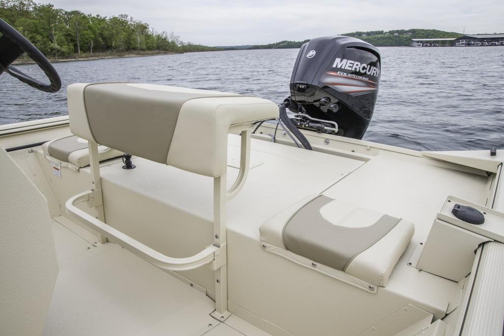 2016 Crestliner 1800 Coast Edition in Amory, Mississippi