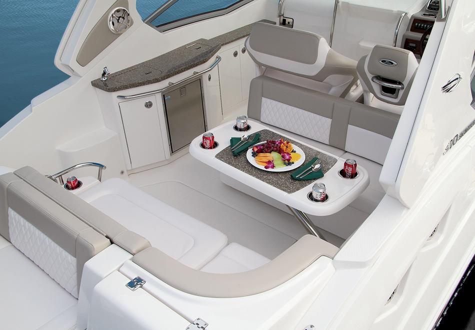 2016 Chaparral 310 Signature in Round Lake, Illinois