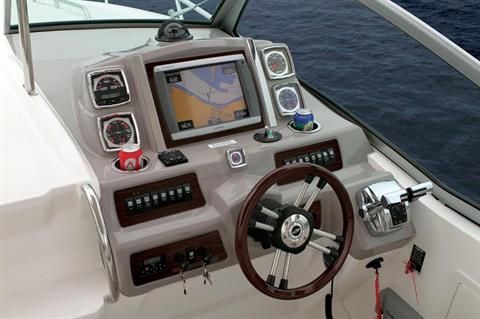 2016 Chaparral 330 Signature in Round Lake, Illinois
