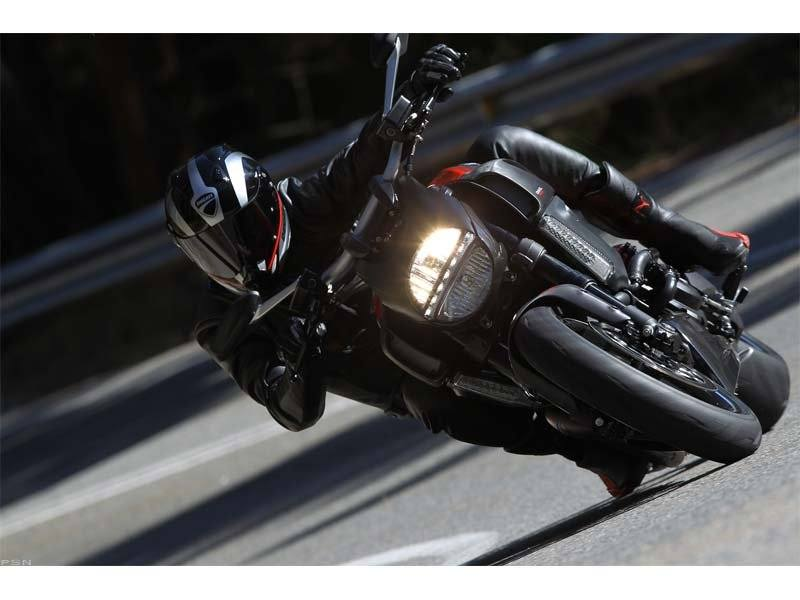 2013 Ducati Diavel Carbon in Shelby Township, Michigan - Photo 28