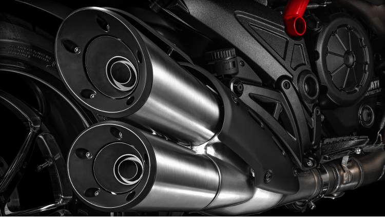 2015 Ducati Diavel Carbon in Concord, New Hampshire - Photo 26
