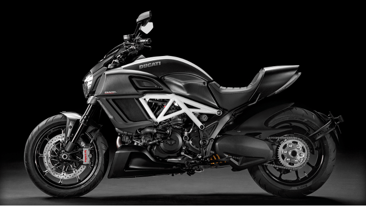 2015 Ducati Diavel Carbon in Chesapeake, Virginia - Photo 2