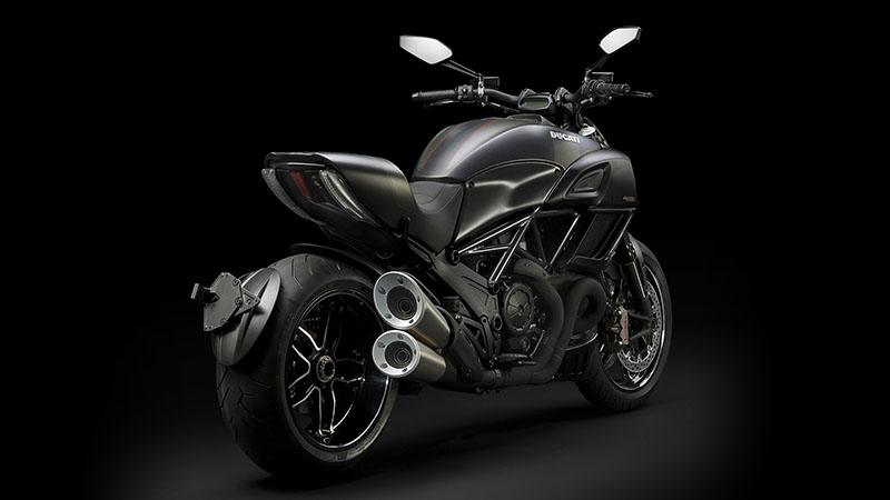 2017 Ducati Diavel Carbon in Albuquerque, New Mexico - Photo 2