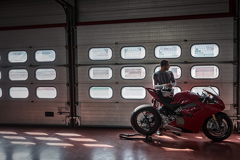 2019 Ducati Panigale V4 S in New York, New York - Photo 24