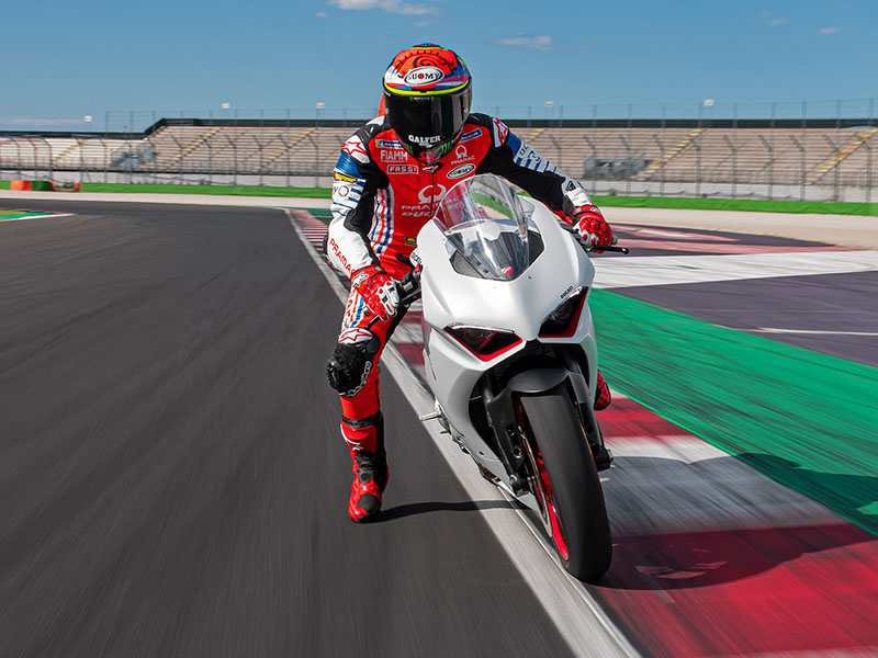2021 Ducati Panigale V2 in Fort Montgomery, New York - Photo 2