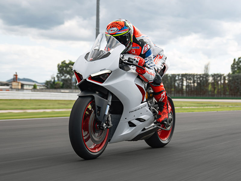 2021 Ducati Panigale V2 in Fort Montgomery, New York - Photo 15