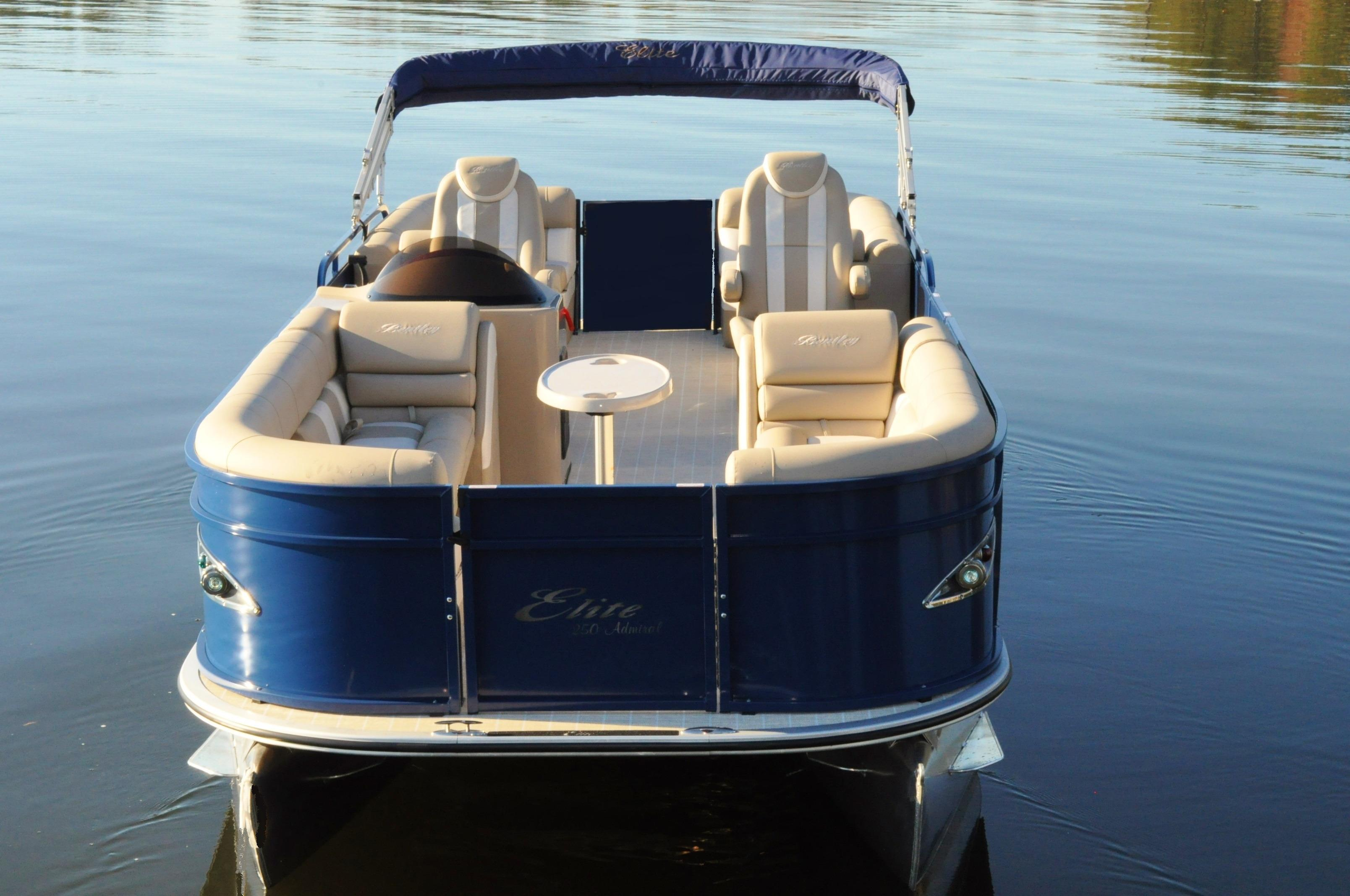 2017 Bentley Pontoons 250 Elite in Stuart, Florida