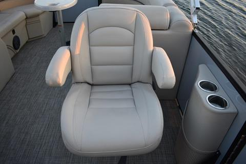 2019 Bentley Pontoons 220 navigator in Norfolk, Virginia - Photo 4