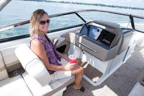 2015 Formula 270 Bowrider in Round Lake, Illinois