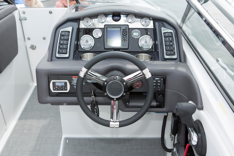 2016 Formula 270 Bowrider in Round Lake, Illinois
