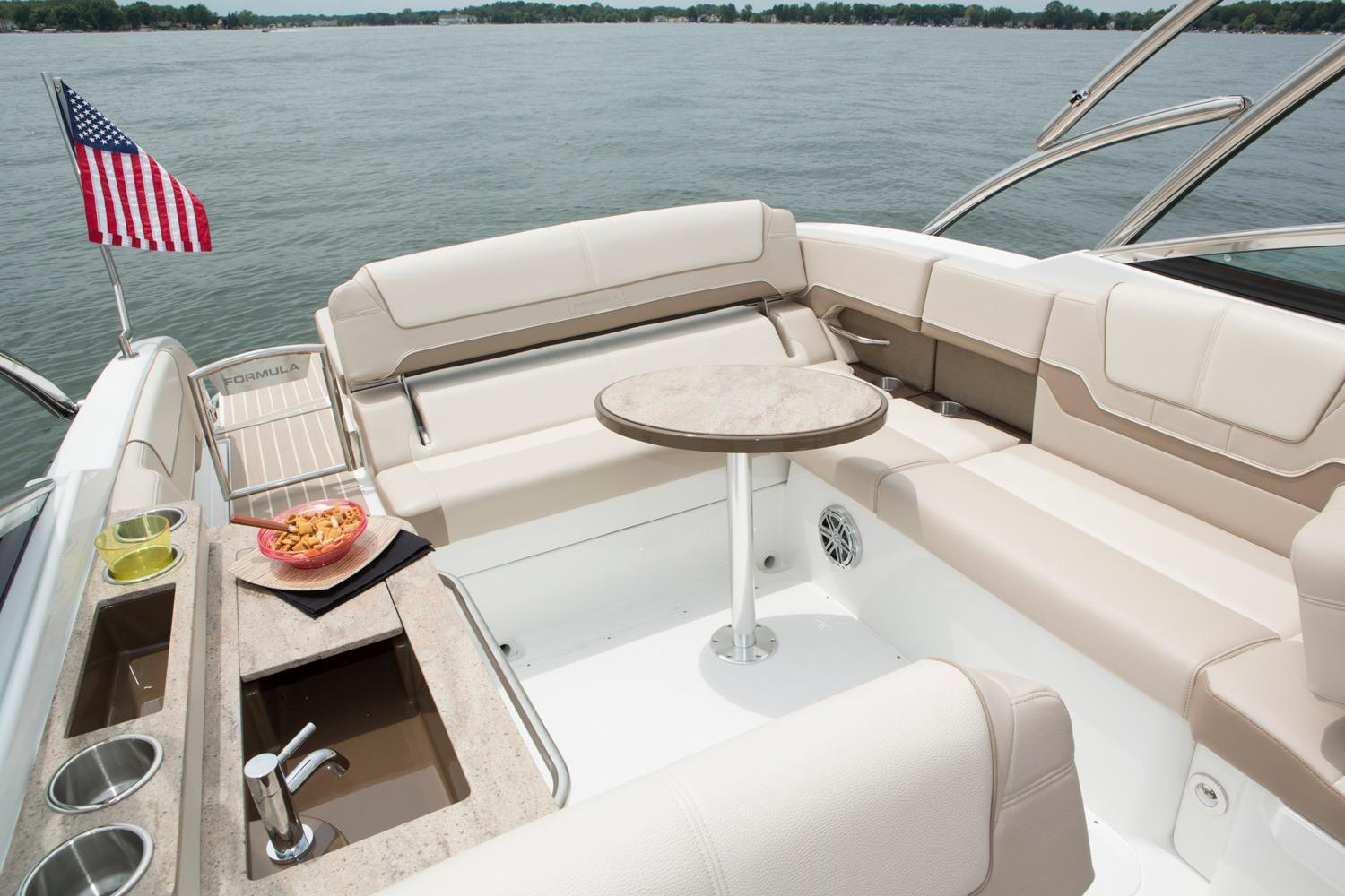 2016 Formula 290 Bowrider in Round Lake, Illinois