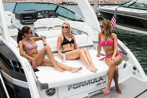 2016 Formula 330 FX Crossover Bowrider in Round Lake, Illinois