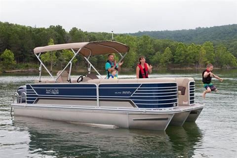 2019 SunCatcher Elite 322 C in Lake Mills, Iowa - Photo 3