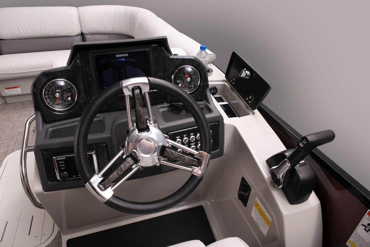 2019 SunCatcher Elite 324 RCX in Lake Mills, Iowa - Photo 4