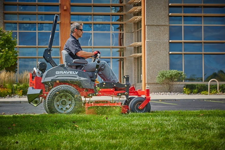 2017 Gravely USA Pro-Turn 272 (Yamaha 33 hp V-Twin) in Rushford, Minnesota