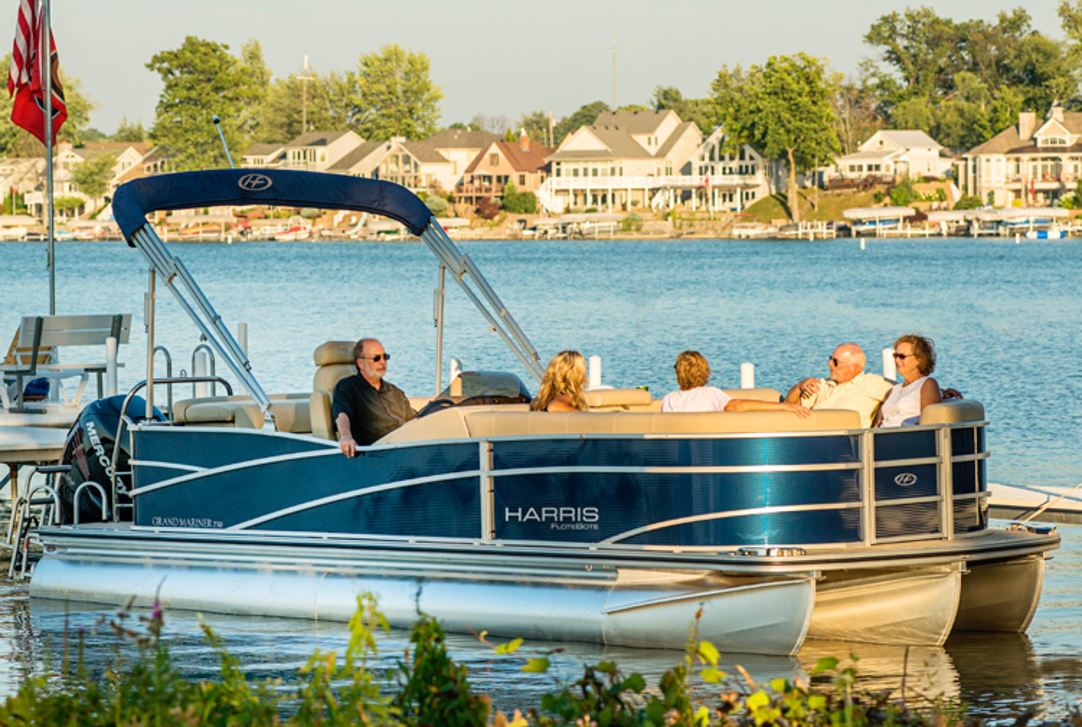 2013 Harris Flotebote Grand Mariner 230 in Manitou Beach, Michigan