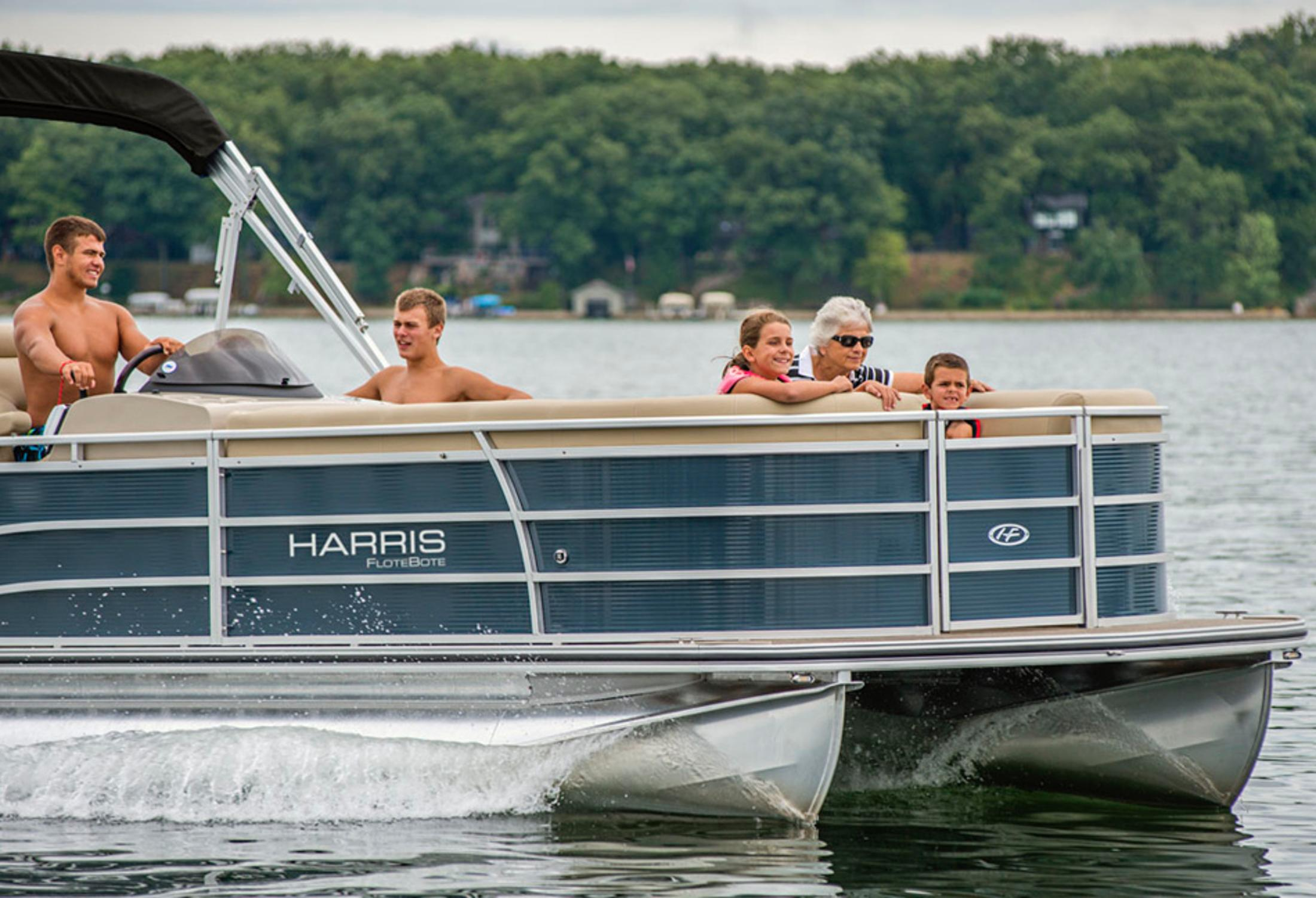 2013 Harris Flotebote Solstice 240 in Manitou Beach, Michigan