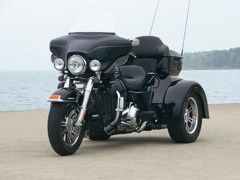 2009 Harley-Davidson FLHTCUTG Tri Glide Ultra Classic 7