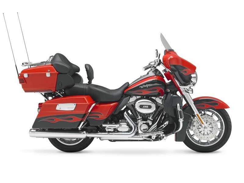 2010 Harley-Davidson CVO Ultra Classic Electra Glide 1