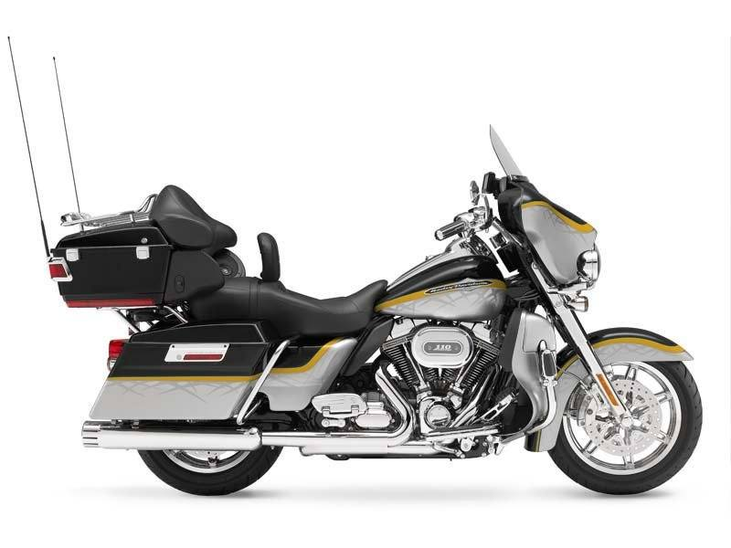 2012 Harley-Davidson CVO™ Ultra Classic® Electra Glide® in Springfield, Massachusetts - Photo 10