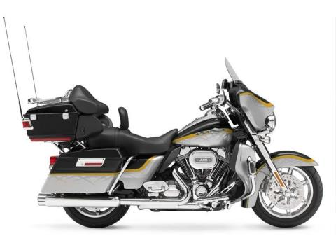 2012 Harley-Davidson CVO™ Ultra Classic® Electra Glide® in Marion, Illinois - Photo 15