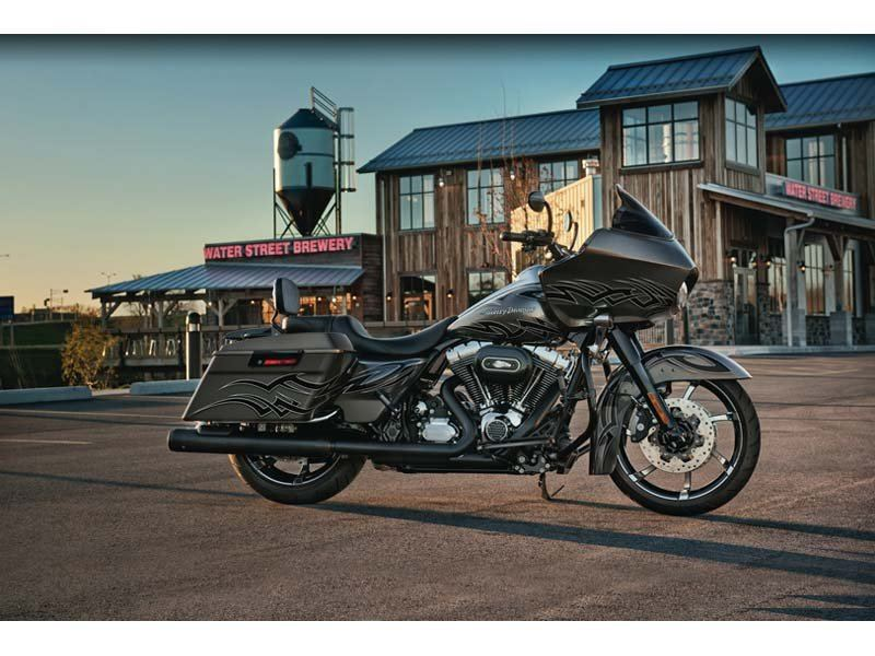 2012 Harley-Davidson Road Glide® Custom in The Woodlands, Texas - Photo 11