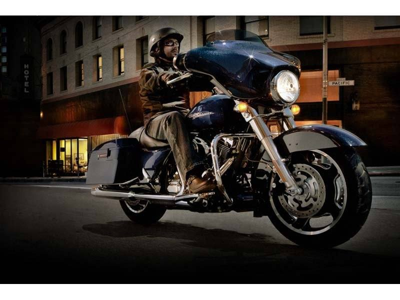 2012 Harley-Davidson Street Glide® in Leominster, Massachusetts - Photo 4