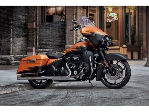 2012 Harley-Davidson Street Glide® in Monroe, Michigan - Photo 7