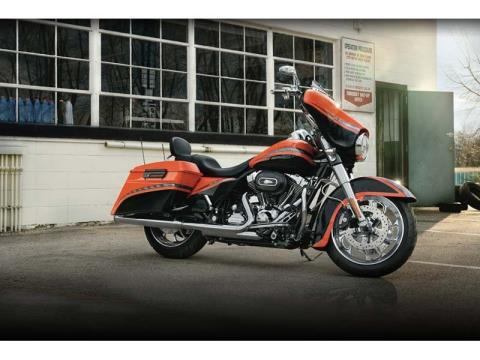 2012 Harley-Davidson Street Glide® in Monroe, Michigan - Photo 4