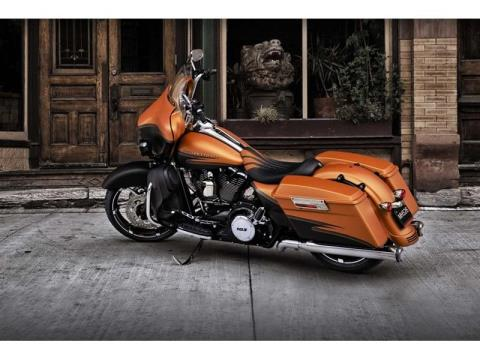 2012 Harley-Davidson Street Glide® in Monroe, Michigan - Photo 8