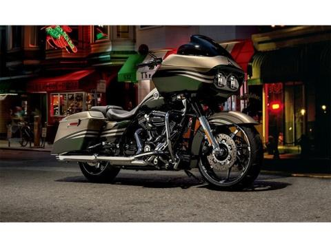 2013 Harley-Davidson CVO™ Road Glide® Custom in Norfolk, Virginia - Photo 7