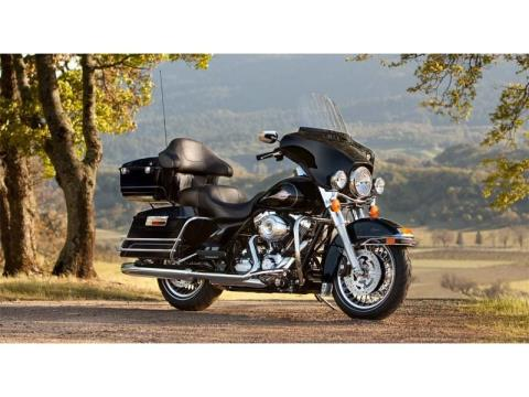 2013 Harley-Davidson Electra Glide® Classic in Oakdale, New York - Photo 2