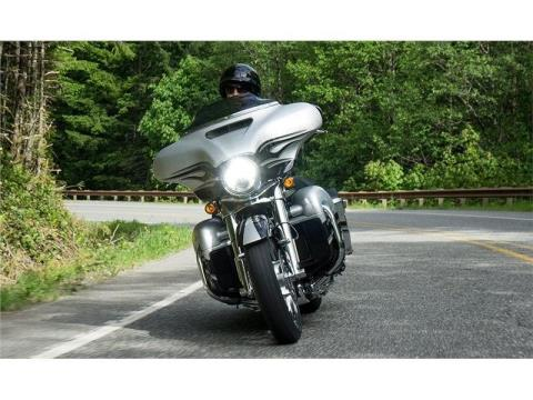 2015 Harley-Davidson CVO™ Street Glide® in Monroe, Michigan - Photo 4