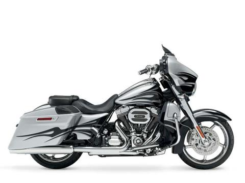 2015 Harley-Davidson CVO™ Street Glide® in Monroe, Michigan - Photo 3